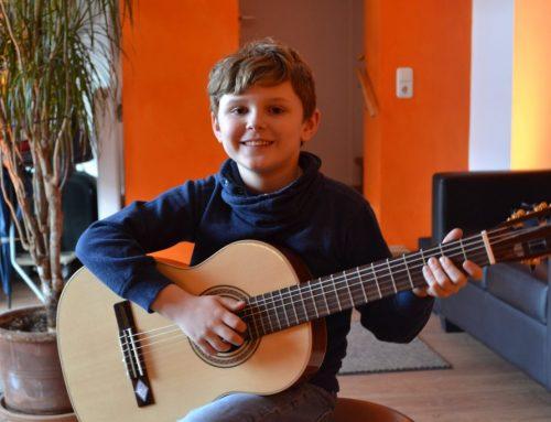 Akustische Gitarre 30